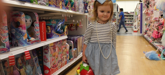 Savannah Blogger, Being Mrs. Fowler, Toys R Us Closing Photoshoot,