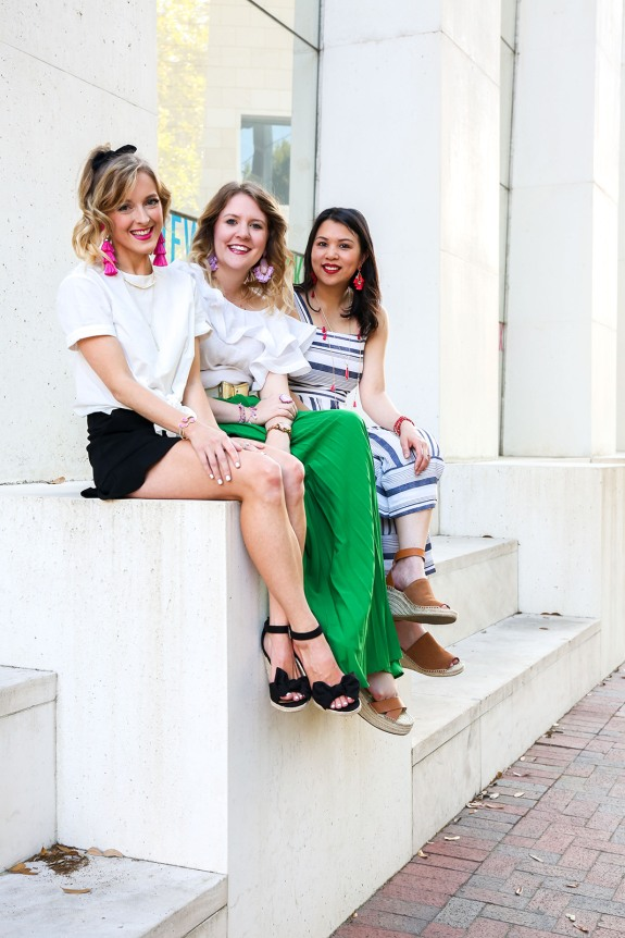 Savannah Mom Blogger, Being Mrs. Fowler, styles Kendra Scott Summer 2018, spring outfits, with Hilary Hull Photography and best blogger friends photoshoot