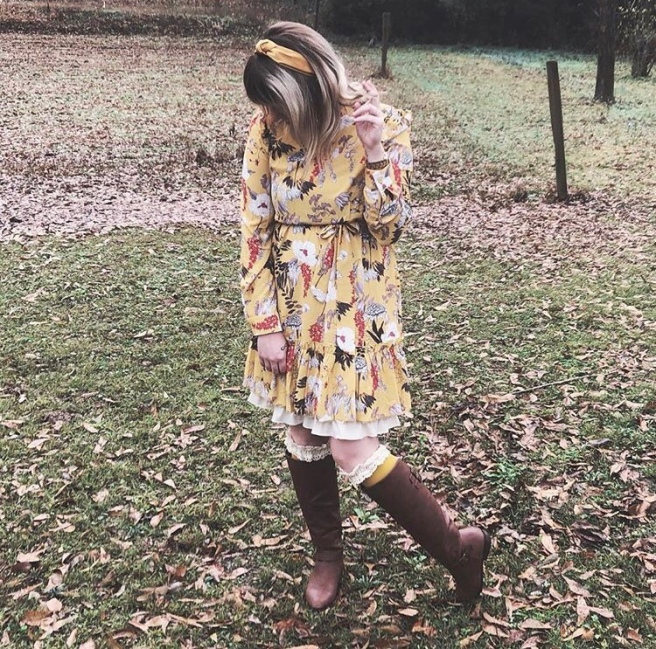 Savannah Blogger, Being Mrs. Fowler, January Favorites, Mom Fashion, Teacher Outfit, Modest Style, Peekaboo Chic