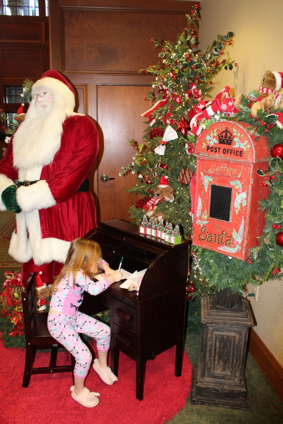Being Mrs. Fowler, Savannah Travel Mom Blogger, Inn at Christmas Place, Gatlinburg and Pigeon Forge Vacation (12)