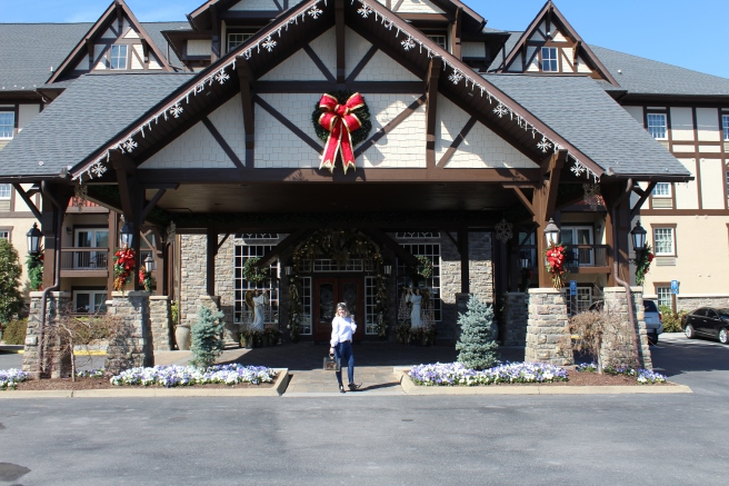 Being Mrs. Fowler, Savannah Travel Mom Blogger, Inn at Christmas Place, Gatlinburg and Pigeon Forge Vacation (19)