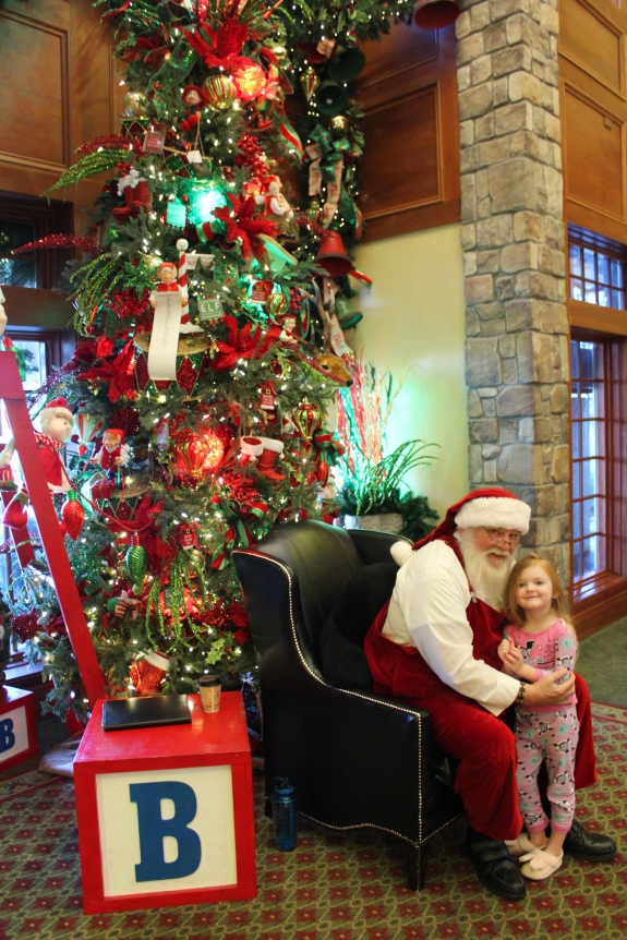 Being Mrs. Fowler, Savannah Travel Mom Blogger, Inn at Christmas Place, Gatlinburg and Pigeon Forge Vacation (4)